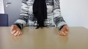 nonverbale Kommunikation offene Körperhaltung - Bewerbungsgespräch